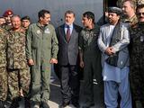 Afganistano gynybos ministras Bismillah Khan Mohammadi C-130 perdavimo ceremonijoje