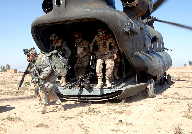 JAV kariai Irake lipa iš sraigtasparnio
