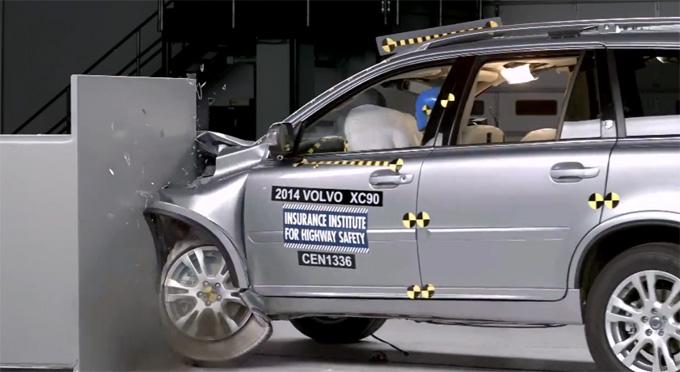 """Volvo XC90"" avarijos bandymas"