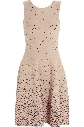 Issa suknelė iš theoutnet.com.