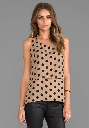 Lauren Konrad marškinėlių linija iš revolveclothing.com.