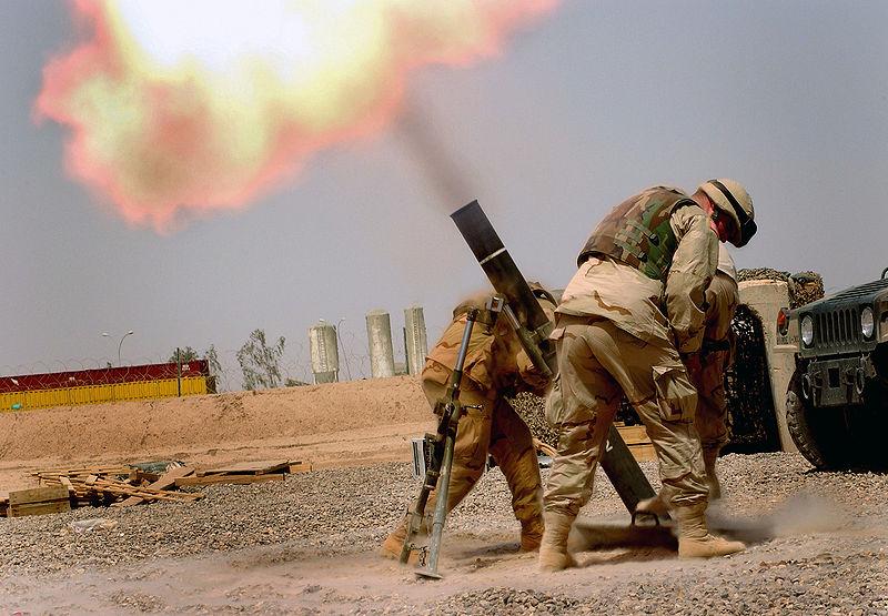 JAV kariai šaudo 120 mm minosvaidžiu