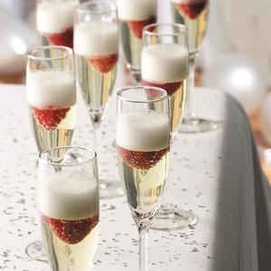 Desertas šampano taurėse