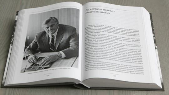 Prašymą priimti Lietuvą į NATo pasirašė prezidentas Algirdas Brazauskas