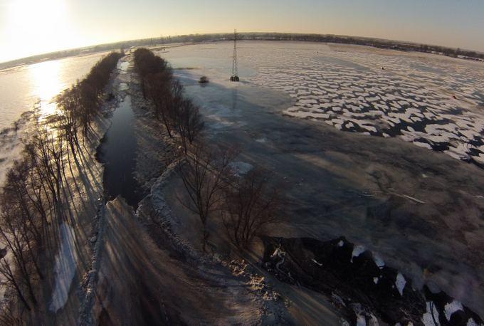 15min.lt skaitytojo Nojaus nuotr./Ledo kelias tarp Šilutės ir Rusnės