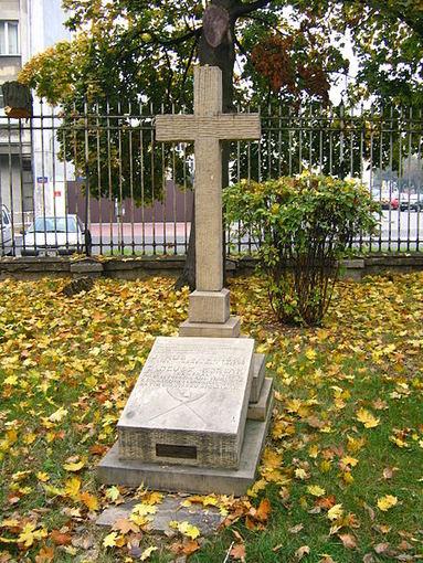 Jokūbo Jasinskio kapas vienos Varšuvos bažnyčios šventoriuje.jpg