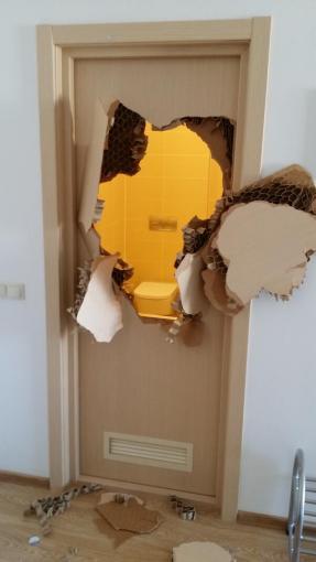 twitter nuotr./Johny Quinnui vaduojantis iš vonios teko panaudoti jėgą.