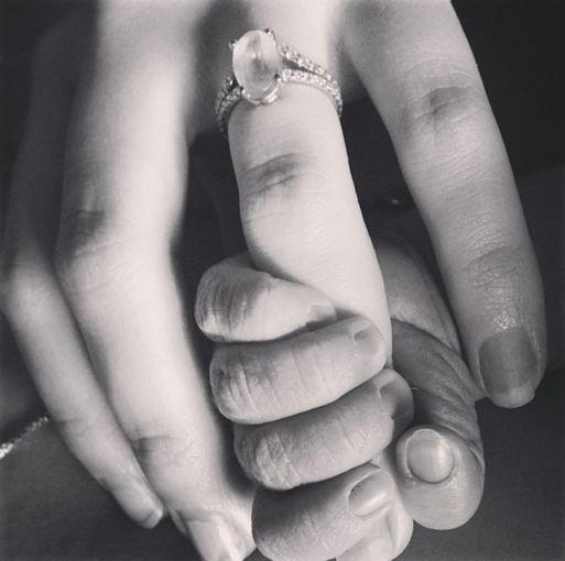 """""""Instagram"""" nuotr./Teresos Palmer ir jos sūnaus Bodhi rankos"""
