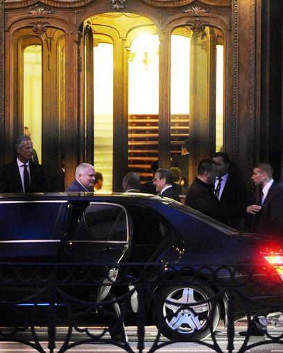 """""""Reuters""""/""""Scanpix"""" nuotr./Gerhardo Schroederio ir Vladimiro Putino susitikimas Sankt Peterburge"""