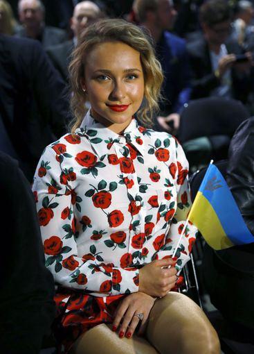 """""""Reuters""""/""""Scanpix"""" nuotr./Hayden Panettiere su Ukrainos vėliavėle"""