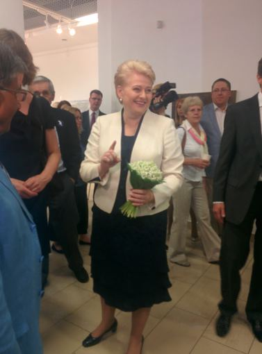 15min.lt nuotr./Dalia Grybauskaitė dovanų gavo pakalnučių