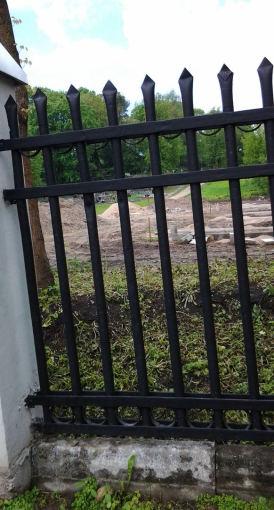 15min.lt skaitytojos Vaivos A. nuotr./Kapinių Liepkalnio gatvėje tvora
