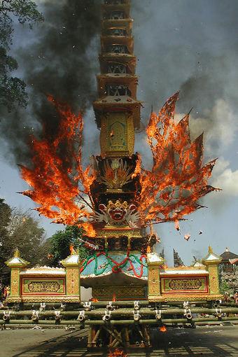wikimedia.org nuotr./Kremacijos ceremonija Ubude