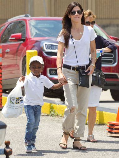 AOP nuotr./Sandra Bullock su įsūniu Louisu 2014-aisiais