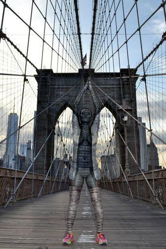 Trinos Merry nuotr./Trinos Merry tapyti modeliai susilieja su Niujorko kraštovaizdžiu