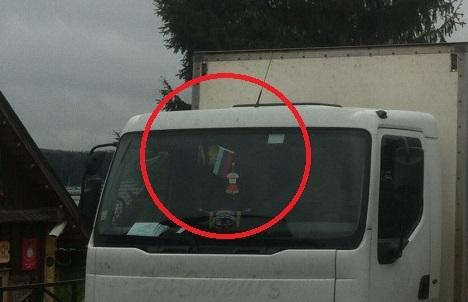 Skaitytojo Mindaugo nuotr./Lietuviškas sunkvežimis su Rusijos vėliava Trakuose