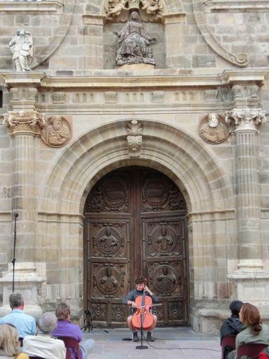 I. Vaitkevičiūtės nuotr./8. Deivo Johansono pasirodymas prie Astorgos bažnyčios