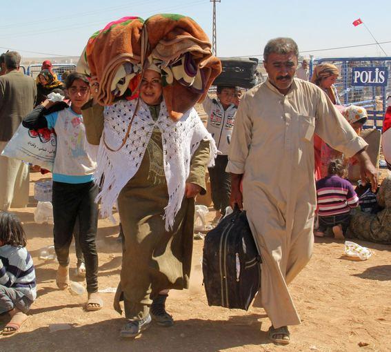 """""""Scanpix""""/""""Anadolu Ajansi"""" nuotr./Sirijos kurdų pabėgėliai plūsta į Turkiją."""