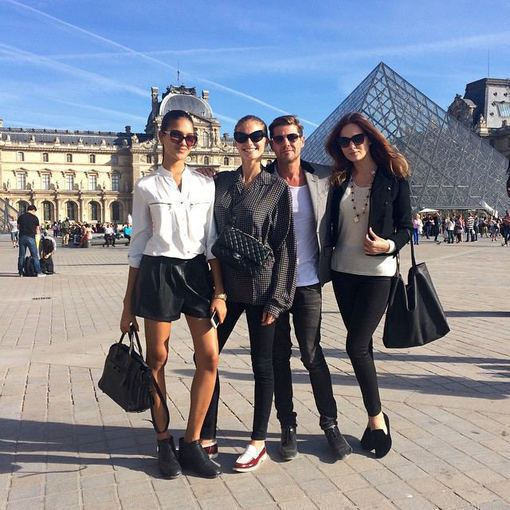 Asmeninio albumo nuotr./Asta Valentaitė su bičiuliais Paryžiuje