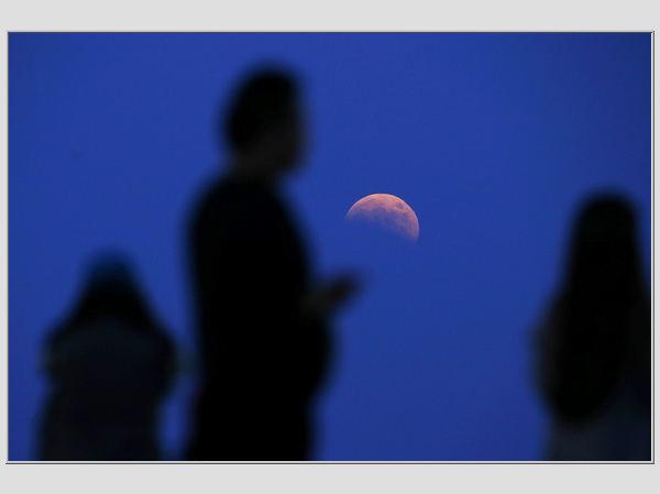 Raudonasis Mėnulis Šanchajuje