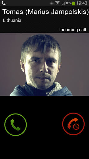 """Kūrėjų nuotr./""""Rūsio"""" personažai su žiūrovais bendraus telefonu i"""