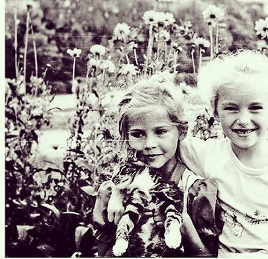 Asmeninio albumo nuotr./Simona Starkutė (kairėje) vaikystėje