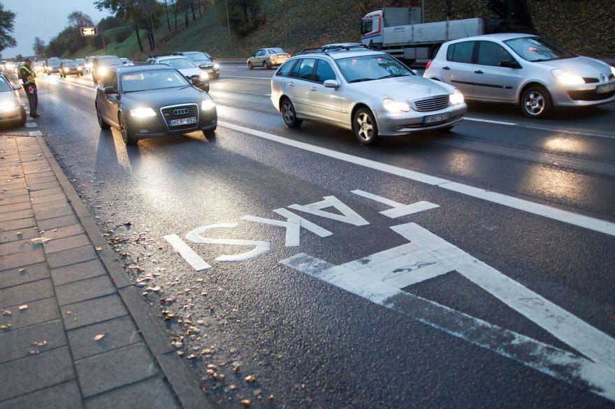 Irmanto Gelūno/15min.lt nuotr./Vilniaus policija gaudė A juostą užimančius automobilių vairuotojus