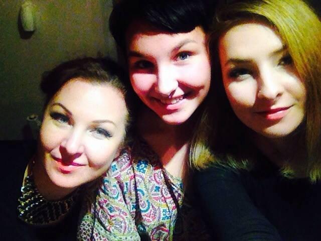 Eglija Vaikevičė su dukromis Klaudija ir Greta