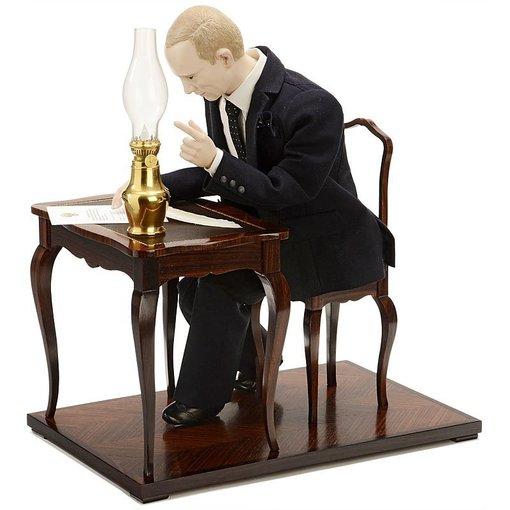 liveauctioneers.com nuotr./Mechaninė Vladimiro Putino figūra