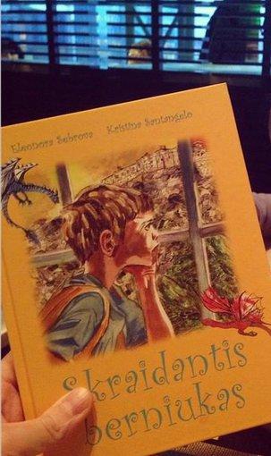 """Asmeninio albumo nuotr./Eleonoros Sebrovos knyga """"Skraidantis berniukas"""""""