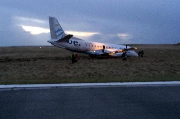 Stiprus vėjas Škotijoje privertė nukrypti lėktuvą nuo tako.