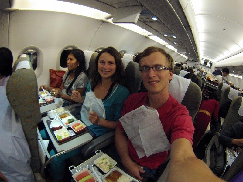 Gyčio ir Živilės Kūčių vakarienė lėktuve