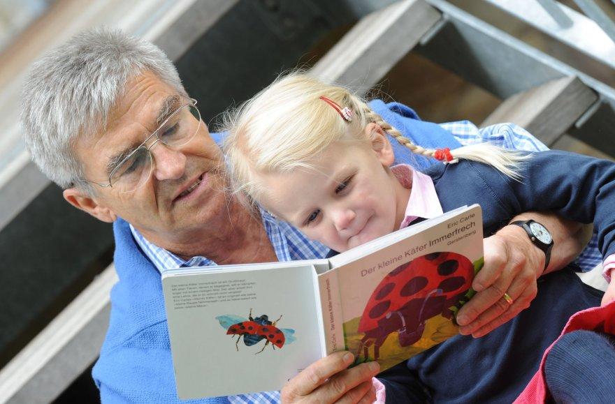 """""""Scanpix"""" nuotr./Vaikas skaito knygą"""