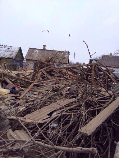 """Viačeslavo Abroškino/""""Facebook"""" nuotr./Teroristai sugriovė namą Uglegorske, žuvo du vaikai"""