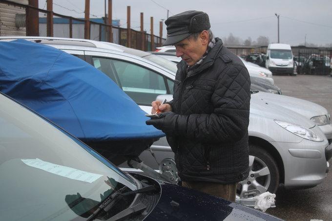 Tomo Markelevičiaus nuotr./Panevėžio automobilių turguje
