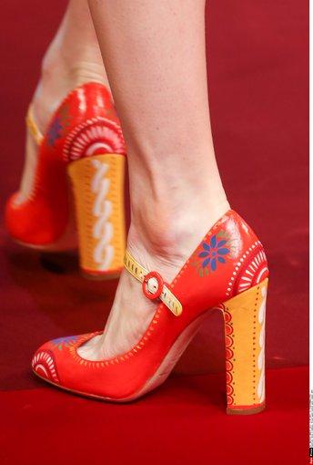 """Scanpix""/""SIPA"" nuotr./""Dolce & Gabbana"" 2015 m. pavasario-vasaros kolekcija Milane."