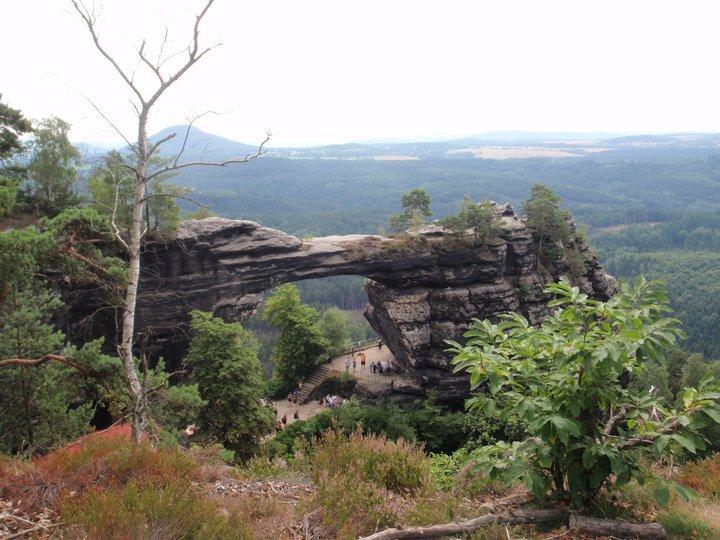 Pravčickos vartai – tai didžiausias natūraliai susiformavęs akmens tiltas Europoje.