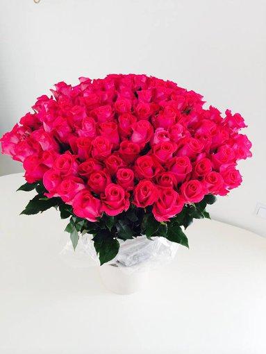 Asmeninio albumo nuotr./Ingai Stumbrienei padovanota rožių puokštė