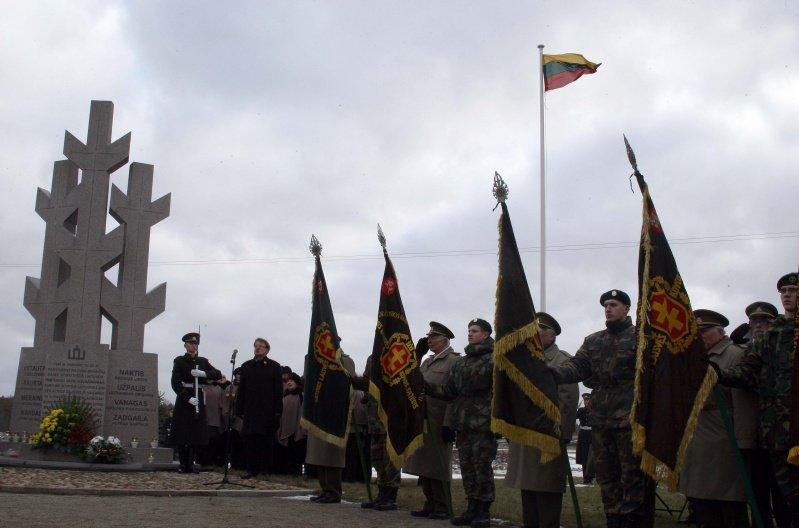 Minint laisvės kovos deklaracijos metines šalia lietuvių stovėjo ir NATO kariai.