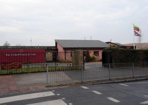Didžiojoje Britanijoje prie mokyklos iškelta Lietuvos trispalvė papiktino vietinius