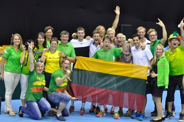 Lietuvos teniso rinktinė su aistruoliais