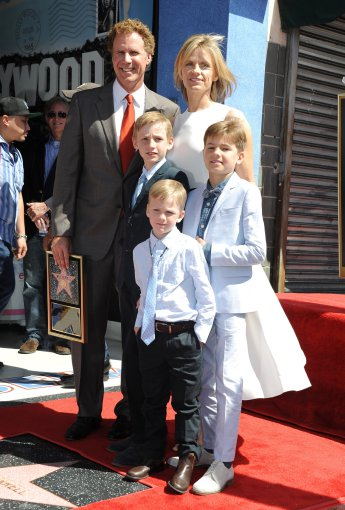"""Scanpix"" nuotr./Willas Ferrellas su žmona Viveca Paulin ir sūnumis"