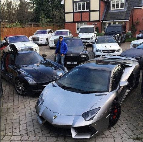 """""""Instagram"""" nuotr./A.Ikbalas prie savo automobilių"""