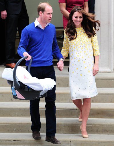 """""""Scanpix""""/Xposurephotos.com nuotr./Kembridžo hercogienė Catherine ir princas Williamas su dukra"""