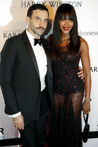 Vida Press nuotr./Dizaineris Riccardo Tisci ir supermodelis Naomi Campbell