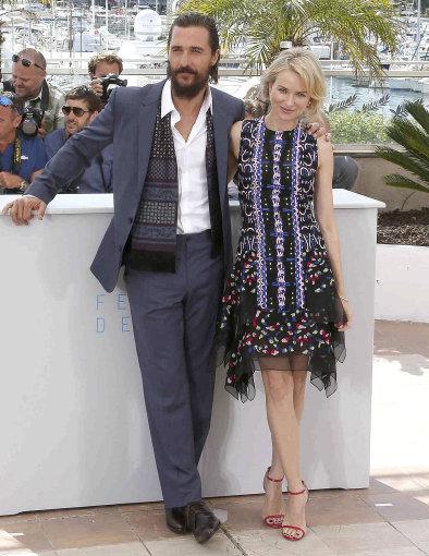 Vida Press nuotr./Aktoriai Matthew McConaughey ir Naomi Watts