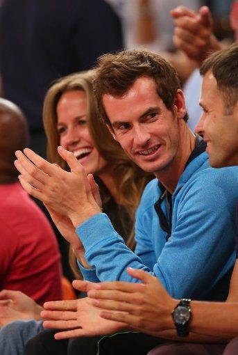 """AFP/""""Scanpix"""" nuotr./Andy Murray stebi krepšinio mačą"""