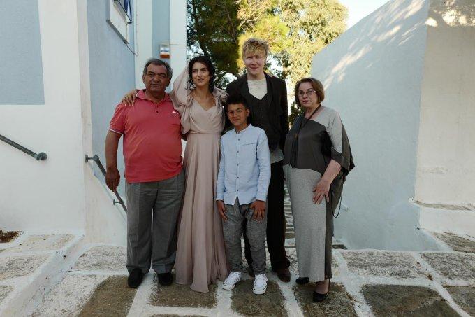 Timofey Kolesnikov nuotr./Vasilijus Barchatovas ir Asmik Grigorian su šeima – tėčiu Gehamu Grigorianu, mama Irena Milkevičiūte ir sūnumi Nojumi