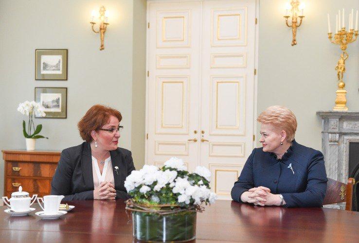 Dalia Grybauskaitė susitiko su Gruzijos gynybos ministre Tinatin Khidasheli.