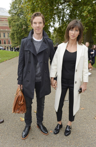 """""""Burberry"""" nuotr./Benedictas Cumberbatchas ir Sophie Hunter wearing Burberry to the Burberry Womenswear S_S16 Show"""